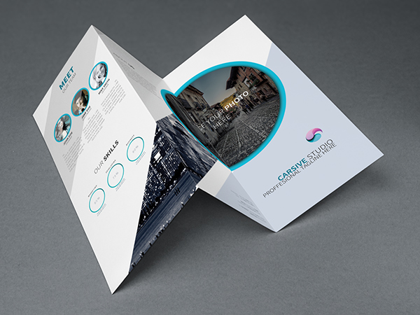 15 high quality free flyer and brochure mock ups for Brochure photoshop templates